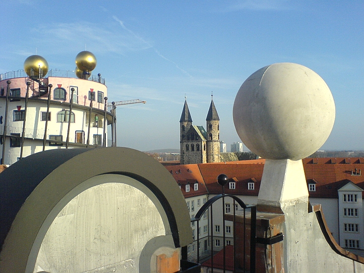 Hundertwasserhaus in Magdeburg. Selbstbild und Fremdbild.